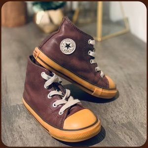 ~~ Converse Brown leather high tops Sz.9 toddler~~